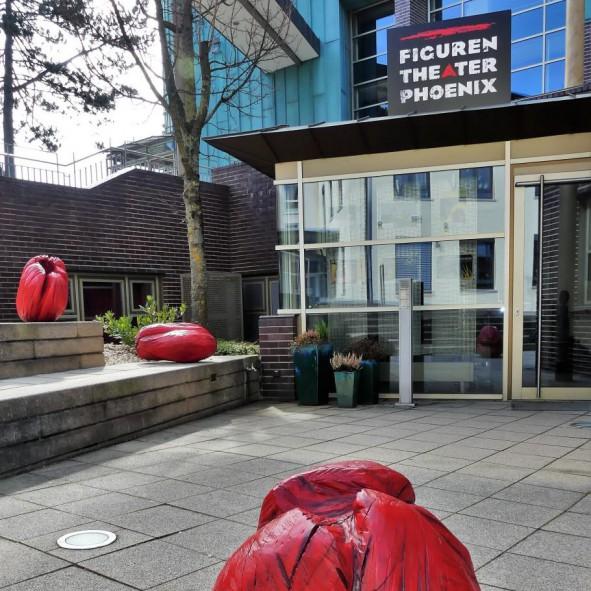 AN-NAs vor dem Figuren Theater Phoenix, Schorndorf<br>Foto: Chris Hoffmann<br>